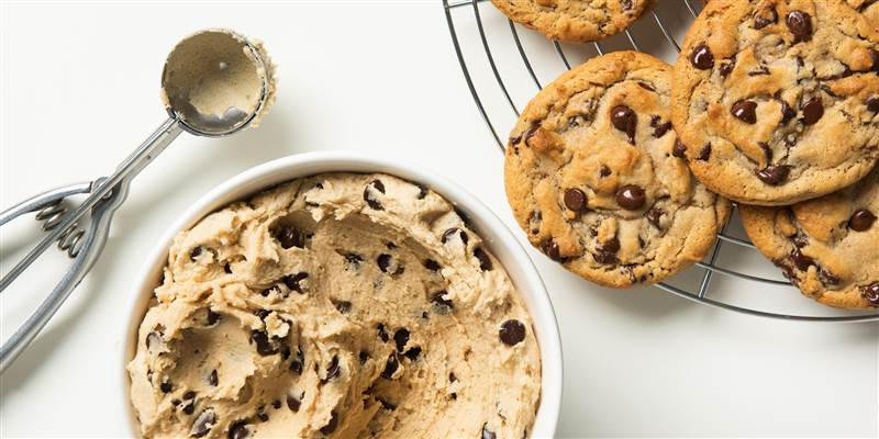 TikTok+Recipes+in+Action%3A+Easy+Oatmeal+Chocolate+Chip+Cookies